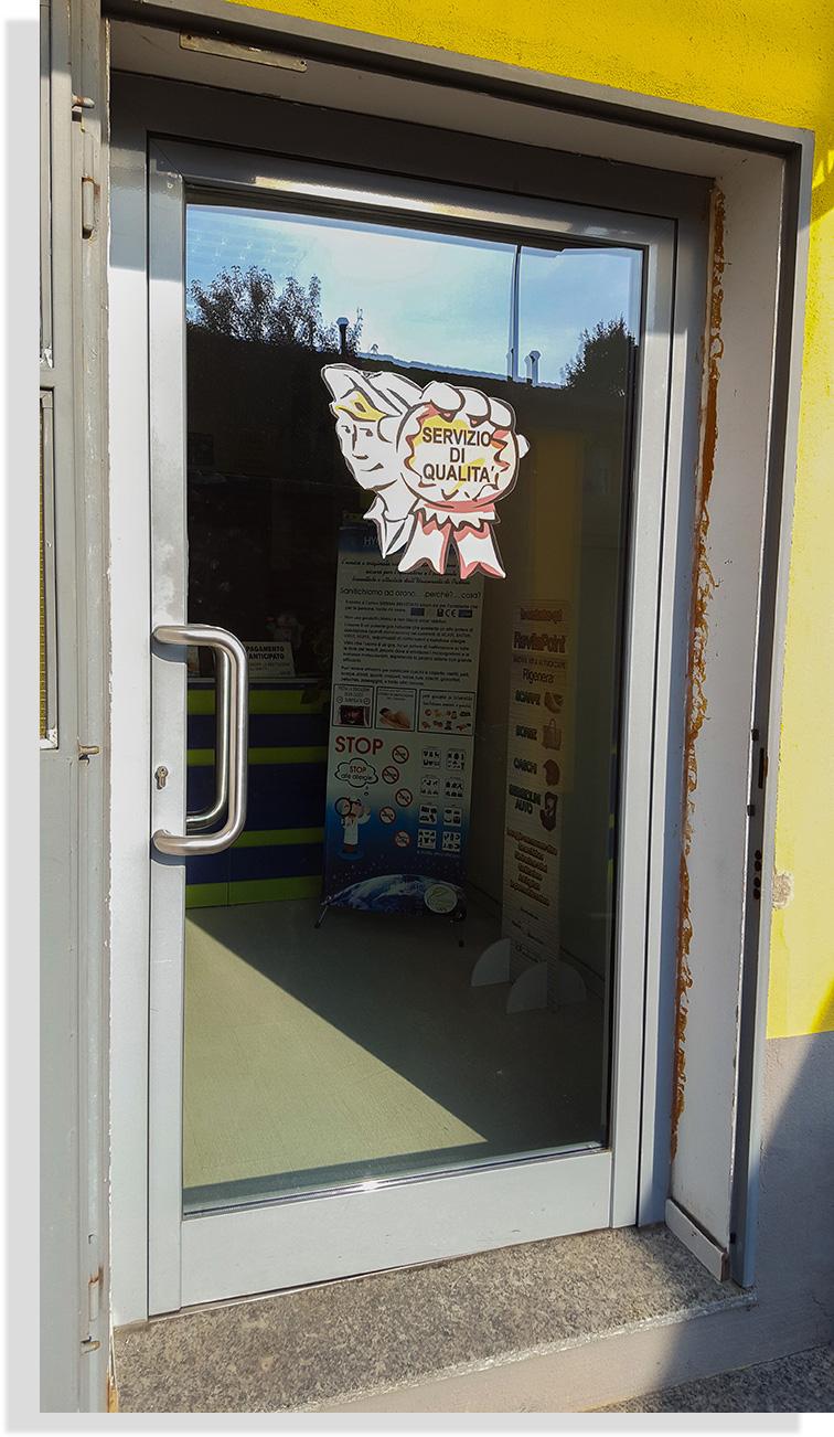 negozio-entrata_laboratorio-sgm-lavanderia-industriale